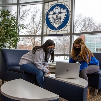 Looking for a space between classes to hang out, get something to eat, or do a little extra studying? We have updated the list of available spaces across campus to take a break between classes. The link is in our bio.  #FREDstrong